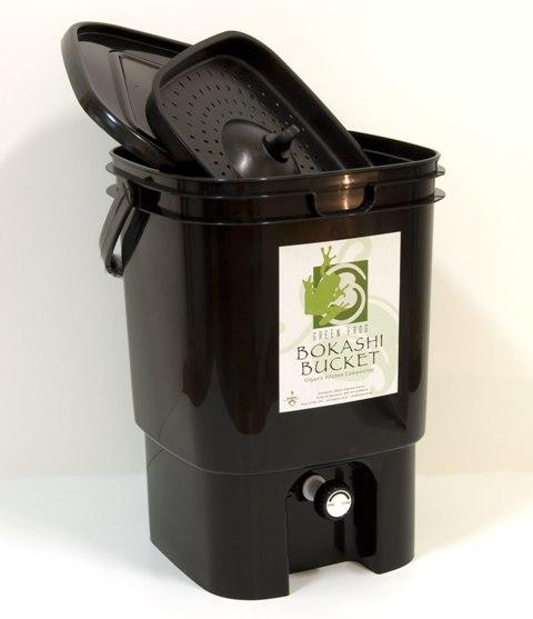 2009HolidayGiftGuide-Black-Bokashi-Bucket-black-with-lid-and-grate