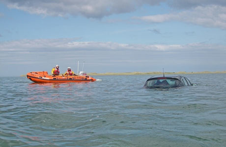 Car-caught-in-the-high-tide-on-the-holy-island-causeway-558442560